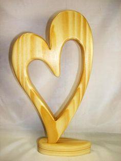 Deko Holz Herz echte Handarbeit Top GeschenkHohe 26,5 cmSelbstabholung in Wuppertal - Vohwinkel www.dekoholz24.de/ Small Wood Projects, Wood Interiors, Scroll Saw Patterns, Wood Gifts, Wood Creations, Christmas Wood, Wood Pallets, Wood Carving, Wood Art