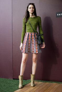 Bruna Tenório veste blusa e saia Coven, bota Animale e bolsa Balenciaga #StreetStyle #SPFW