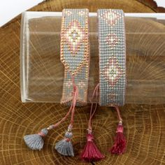 off loom beading stitches Loom Bracelet Patterns, Bead Loom Bracelets, Bead Loom Patterns, Woven Bracelets, Beaded Jewelry Patterns, Handmade Bracelets, Beading Patterns, Beading Ideas, Diy Jewelry Projects