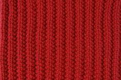 Le point de fausses cotes anglaises, réversible, est parfait pour tricoter très facilement une écharpe, par exemple. Quelques explications en vidéo. Knitting Stitches, Knit Crochet, Parfait, Exactement, Articles, Knitting, Scarfs, Dots, Tejidos