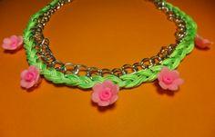 Precioso collar de flores.