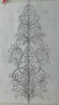 """Se puede bordar doble para hacer camino de mesa """"This post was discovered by Sha"""" Embroidery Neck Designs, Indian Embroidery, Paper Embroidery, Hand Embroidery Patterns, Beaded Embroidery, Embroidery Stitches, Machine Embroidery, Rosen Tattoos, Motif Floral"""
