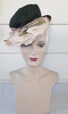 Please like my Facebook Page http://www.facebook.com/MyVintageHatShop for exclusive discounts and promotions.  Cute vintage tilt hat from the