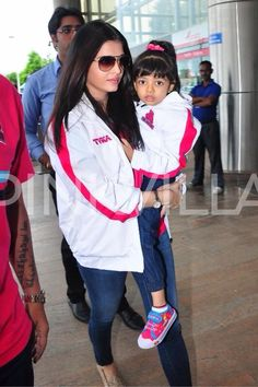 The two gorgeous girls of the Bachchan family - Aishwarya and Aaradhya were seen cheering for Abhishek's Kabaddi team Jaipur Pink Panthers at their home grounds in Jaipur over the weekend.