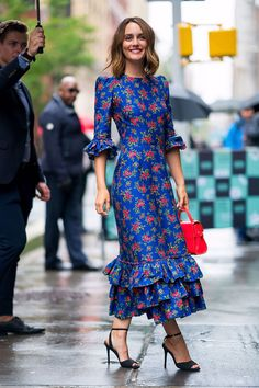 Leighton Meester luce un look muy Blair Waldorf- ElleSpain 70s Fashion, Modest Fashion, Fashion Dresses, Fashion Hacks, Fashion Tips, Style Fashion, Fashion Games For Girls, Leg Of Mutton Sleeve, Fashion Background