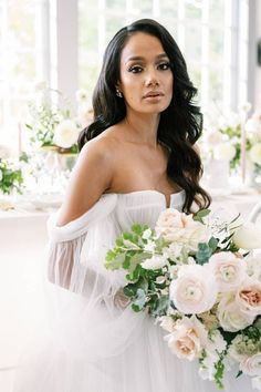 A photoshoot inspired by brunch and English gardens dreamed up by LBB member @chicbynicole. 💫 Whether you're having a large scale wedding or intimate celebration, the team at Chic By Nicole is committed to working with clients to bring their visions to life and ensure their events run flawlessly. | Photographer: @willreidphoto #stylemepretty #weddingdress #weddingflowers