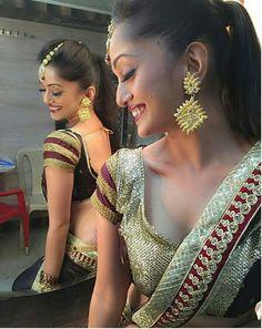 Indian guru girl reveals all her beauty