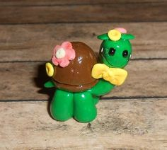 Lil Turtle Miniature [CL-78] - $6.00 : Debbies Craft Corner!  Lil Turtle Miniature  Approx. 1 inch tall  Handcrafted from Polymer Clay.  Baked and glazed just for you.  No two are alike.  Choice of colors.