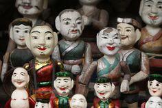 Statues visibles dans une cour du temple de la littérature à Hanoi. Hanoi, Monuments, Vietnam, Temple, Statues, Painting, Old Town, Yard, Temples