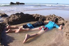 Hot Water Beach: New Zealand Dig your own spa :D