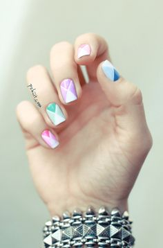 Nail art de printemps en avance Check out the website to see Triangle Nail Art, Geometric Nail Art, Nail Art Pastel, Cool Nail Art, Colorful Nail, Mode Inspiration, Nails Inspiration, How To Do Nails, Fun Nails