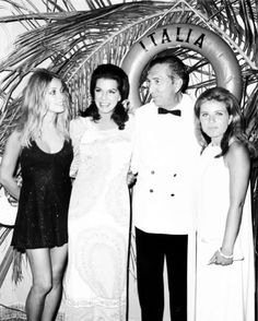 Sharon Tate, Jacqueline Suzann, Unknown, and Patty Duke