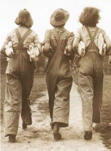 1940s-FASHION--3-land-girls