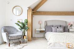 This new build oak framed, open plan home in Bristol took just 12 months to complete. Find out more about timber frame projects at Carpenter Oak. Luxury Bedroom Furniture, Oak Bedroom, Bedroom Inspo, Bedroom Sets, Dream Bedroom, Modern Bedroom, Master Bedroom, Timber Frame Homes, Luxurious Bedrooms