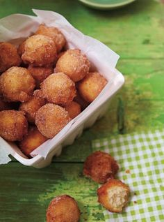 Ricardo Cuisine helps you find a dessert recipe for chocolate donuts, turnovers or Mille Feuille. Apple Fritter Recipes, Donut Recipes, Apple Recipes, Beignets, Cheesecake Recipes, Dessert Recipes, Ricardo Recipe, Haitian Food Recipes, Louisiana Recipes