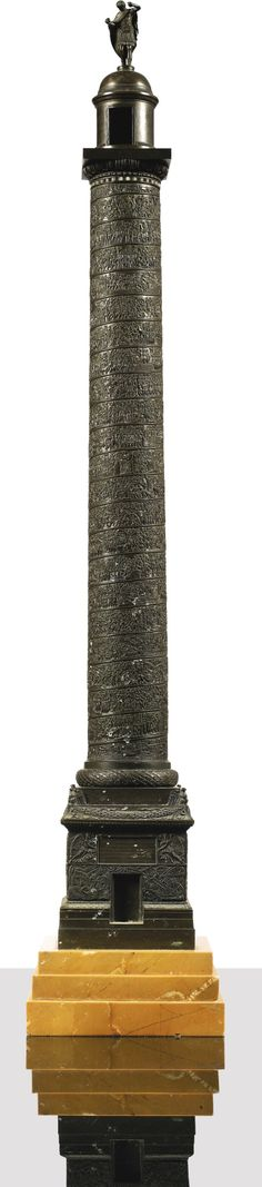 A patinated bronze reduction of Trajan's column, 19th century on a yellow marble base Haut. 90.5cm