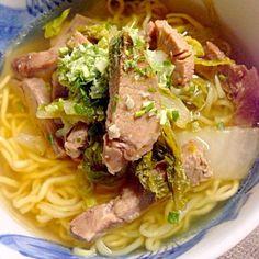 お正月料理にも飽きてきたところで… お昼はラーメン♪チャーシュー細切り&白菜炒めをのせて。 - 8件のもぐもぐ - 塩ラーメン by hiromis