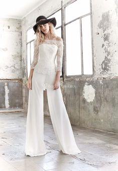 DUSTY (Raimon Bundó) #jumpsuit #jumpsuitbride #monolargo #mono #novia #bride #fashion #wedding #bodas #bodasmx #bodasmexico #modanupcial #bride #fashionbride #bridaljumpsuits Wedding Pantsuit, Wedding Suits, Wedding Attire, Yes To The Dress, Dress Me Up, Jumpsuit Elegante, Outfit Elegantes, Wedding Jumpsuit, Civil Wedding