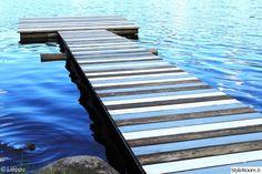 sininen,mökki,räsymatto,piha,järvi
