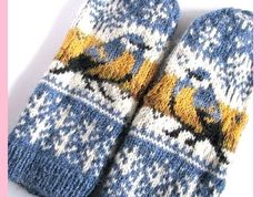 Thick & fast pattern by Natalia Moreva Ravelry: Project Gallery for Titbird. Thick & fast mittens pattern by Natalia Moreva Crochet Mittens, Mittens Pattern, Knitted Gloves, Knit Or Crochet, Crochet Pattern, Fingerless Mittens, Crochet Granny, Fair Isle Knitting Patterns, Knitting Charts