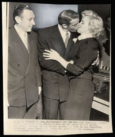 Marilyn Monroe and Joe DiMaggio kiss at their January 1954 wedding at San Francisco City Hall, as Judge Charles Peery looks on. Marilyn Monroe Wedding, Marilyn Monroe Photos, Joe Dimaggio Marilyn Monroe, San Francisco, Famous Couples, Norma Jeane, Old Hollywood, Hollywood Actresses, Classic Hollywood