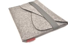 Macbook 13 Case Wool Felt with Double Pocket by PinsnNeedlesCases
