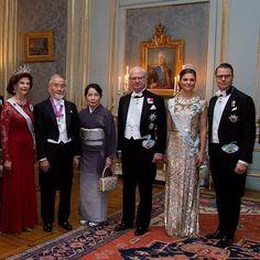 Swedish royal family with the Nobel winners yesterday ♡ 11.12.2016  Credits Svenskdam  #crownprincessvictoria #prinsessanvictoria #nobel_2016 #swedishroyalfamily #kungahuset #likes #l4l #likes4like