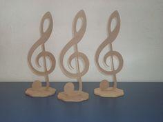 Centro de mesa para festa modelo notas musicais e guitarra material mdf de 6mm altura 30cm.