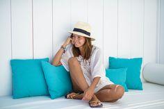 flip – flops: Ipanema  kaftan: Suiteblanco  hat: Anine Bing