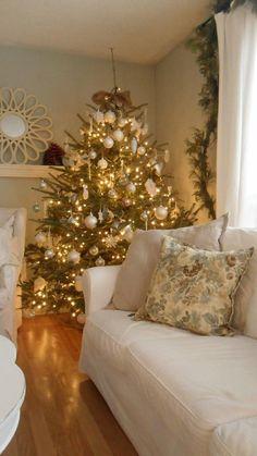 Living Room Christmas Decor #living #room #decor #decoration #Christmas #tree #gold #winter