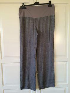 In lino gessato grigio con dettagli argentati; PRENATAL, taglia 46-48; 22€ http://hipmums.it/collections/premaman/products/pantalone-lino-gessato-grigio-con-settagli-argento