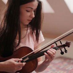 Emotion as a gift. #bestgift #musicalinstrument #violin #christmasgift #emotion #love #muziker