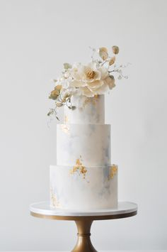 6 Wedding Cake Trends in 2020 Purple Wedding Cakes, Elegant Wedding Cakes, Elegant Cakes, Beautiful Wedding Cakes, Wedding Cake Designs, Beautiful Cakes, Cake Wedding, Gold Wedding, Floral Wedding