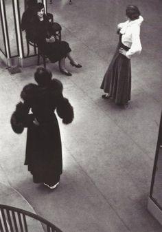 Presentation de la collection Les Paradis des Daims par Chanel, rue Cambon 1933
