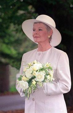 judi dench - Twitter Search British Tv Comedies, British Actors, Judi Dench, Wedding Scene, Classy Women, Classy Lady, Louise Brooks, Capsule Outfits, Helen Mirren