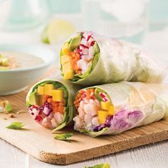 Rouleaux de printemps crevettes et mangue Wrap Recipes, Asian Recipes, Healthy Recipes, Ethnic Recipes, Yummy Recipes, Veggie Spring Rolls, Fresh Spring Rolls, Cold Lunches, Cold Meals