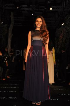 Kajol ,Tanisha attend Manish Malhotra's show at LFW SR 14 2