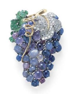brooch vintage bunch of grapes sapphire cabochon emerald