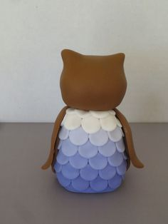 This week I'm going to a surprise baby shower and I volunteered to bring cupcakes. There wasn't a theme to the party so I decided to do cute owls in pink and purple for the cupcake topp… Fondant Owl Tutorial, Cake Topper Tutorial, Football Cakes For Boys, Owl Cake Toppers, Ladybug Cakes, Owl Cupcakes, Chocolate Art, Fruit Art, Cute Owl