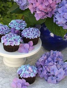 Cupcakes Design, Hydrangea Cupcakes, Flower Cupcakes, Colored Cupcakes, Succulent Cupcakes, Purple Cupcakes, Themed Cupcakes, Cupcake Original, Tolle Cupcakes