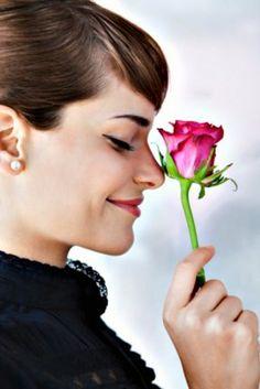 Много говорят о том, как непостоянны женщины в любви, но недостаточно много о том, как они постоянны в дружбе.
