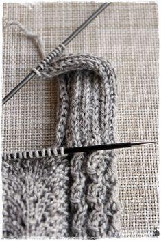 Suvikumpu: Pitsisukat Knitting Socks, Knitting Ideas, Knitted Slippers, Handicraft, Crochet Stitches, Accessories, Crocheting, Boots, Tights