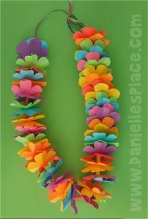 Hawaiian Lei Craft with Printable Flower Pattern from www.daniellesplac… Hawaiian Lei Craft with Printable Flower Pattern from www. Moana Party, Moana Birthday Party, Hawaiian Birthday, Hawaiian Theme, Luau Birthday, Aloha Party, Luau Party, Thema Hawaii, Preschool Crafts