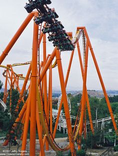 Tatsu, Six Flags Magic Mountain. Lets hang upside down for a minute or so. Scary Roller Coasters, New Roller Coaster, Cool Coasters, Best Amusement Parks, Amusement Park Rides, Abandoned Amusement Parks, Abandoned Cities, Abandoned Mansions, Six Flags