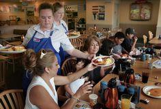 10 Tips for Improving Restaurant Staff Moral