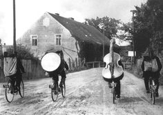 Musicians touring the countryside by bike - by Henri Roger-Viollet (1869 - 1946), French