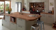 Magnet Kitchen. Leighton Grey is a traditional Shaker with a contemporary twist…