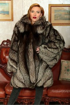A request for Lisaci Scarlett Johansson in silver fox fur Coats For Women, Clothes For Women, Fabulous Furs, Fox Fur Coat, Fur Fashion, Style Guides, Sexy Women, How To Wear, Jessie