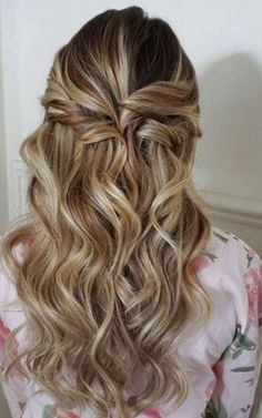 Wedding Hair Down Half up half down wedding hairstyles from Heidi Marie Garrett Curly Prom Hair, Prom Hairstyles For Short Hair, Wedding Hairstyles Half Up Half Down, Best Wedding Hairstyles, Wedding Hair Down, Bride Hairstyles, Down Hairstyles, Hairstyle Wedding, Wedding Nails