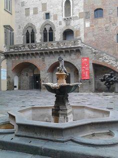 PRATO Fontana del Bacchino e Palazzo del Comune Monuments, Turin, Pisa, Palazzo, Places To See, Venice, Fountain, To Go, Europe